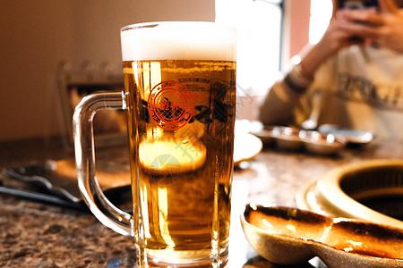 日式居酒屋扎啤啤酒图片