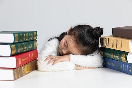 学习犯困的小孩子图片