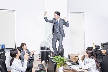 商务人士工作胜利欢呼图片