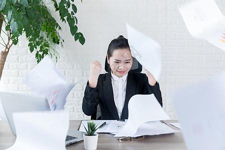 女性职场压力图片