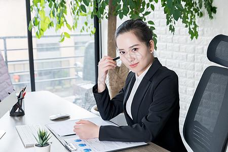 商务女性职场办公形象图片