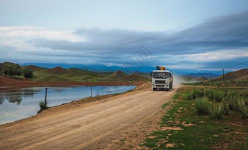 新疆村庄道路图片