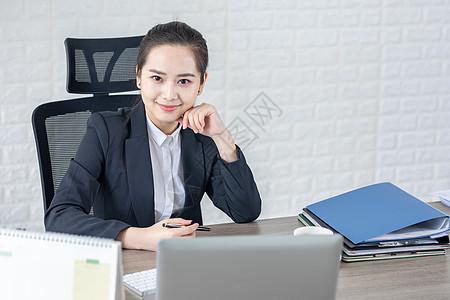 商务女性办公室形象图片