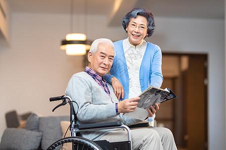老年人阅读图片