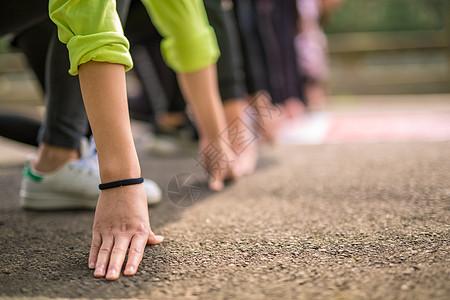 跑步比赛起跑图片
