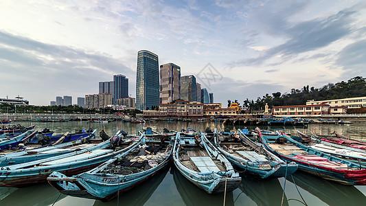 厦门岸边停靠的渔船图片