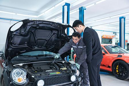 维修人员介绍汽车构造图片