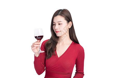女性喝红酒图片