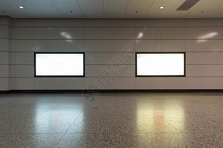 地铁站广告牌图片