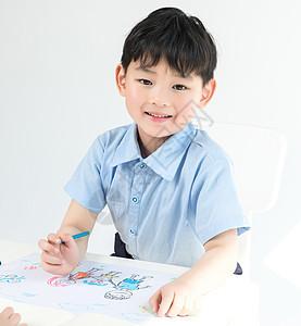 男孩绘画全家福图片