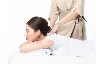 女性肩颈按摩图片