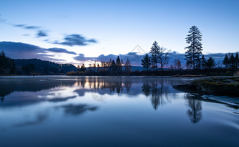 静谧的河流图片