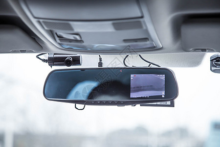 车内的行车记录仪图片