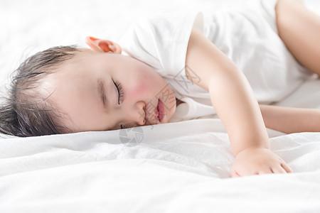 入睡的婴儿图片