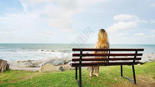 文莱海边美女背影图片