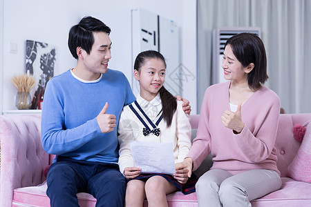 父母为女儿成绩点赞图片
