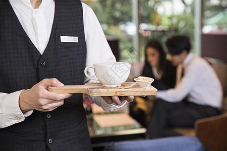 酒店服务员准备咖啡图片