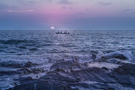 涠洲岛出海渔民图片
