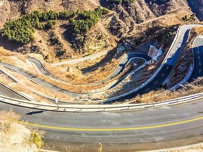 北京房山蜿蜒曲折的红井路弯道图片