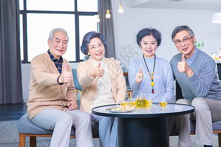 中老年人家庭聚会图片
