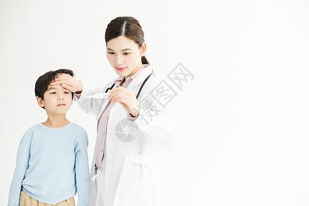 儿童体检量体温图片
