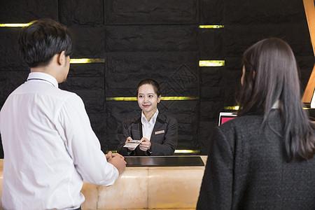 酒店前台服务图片