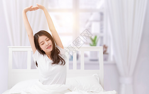 清晨起床美女图片