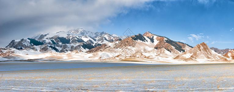 新疆天山冬季雪山图片