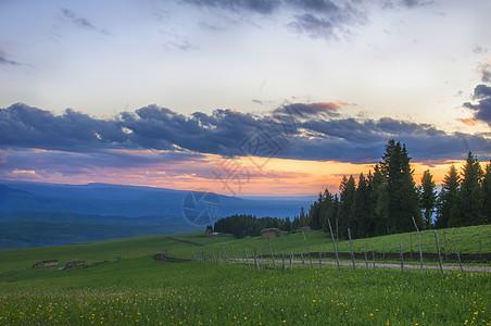 天山草场日落云彩图片