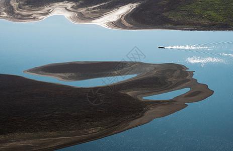 大地纹理小舟图片