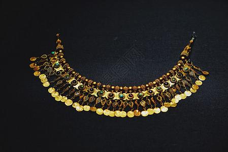 阿富汗国宝文物镶宝石金项链图片