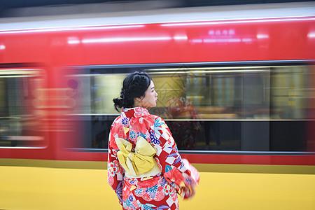 京都地铁和服少女图片