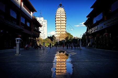 云南昆明著名地标建筑东西寺塔图片