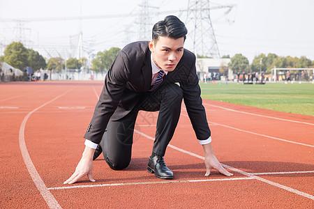 商务男士起跑准备图片