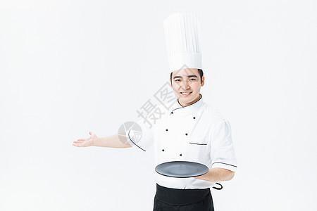西餐厨师拿着托盘图片
