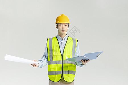 工程师检查工作图片