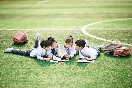 小学生操场活动
