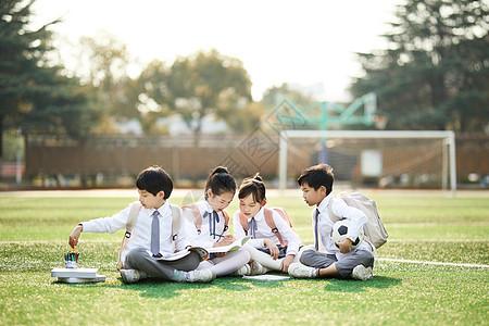 儿童节小学生操场活动图片