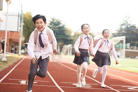 儿童节小学生奔跑图片