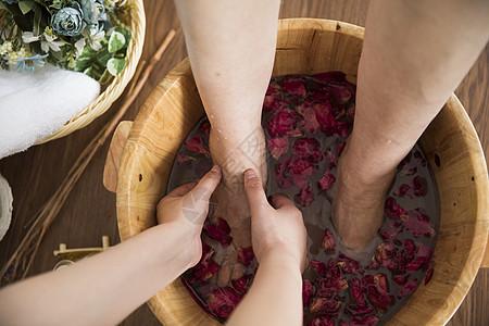 花瓣木桶足浴图片