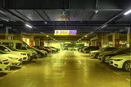 地下车库停车场图片