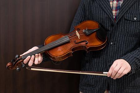 拉小提琴图片