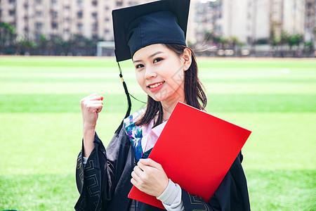 女大学生毕业加油手势图片