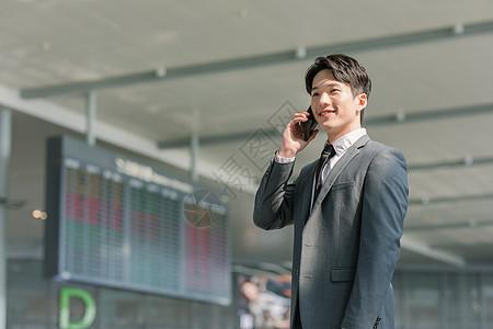 商务男性机场打电话图片