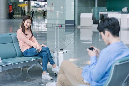 青年旅行机场候机图片