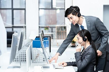 商务同事沟通交流图片