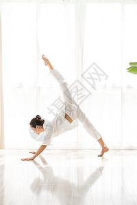 女性瑜伽图片
