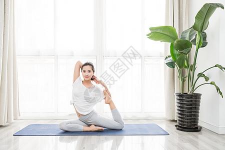 女性瑜伽瘦身图片
