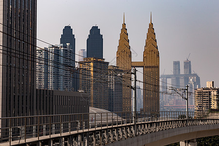 重庆穿越城市建筑的轻轨线路图片