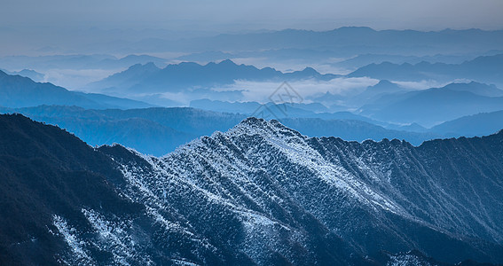 风雪中的梵净山图片